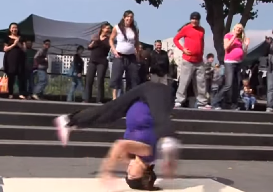 Flashmob  Pregnant women breakdancing in London